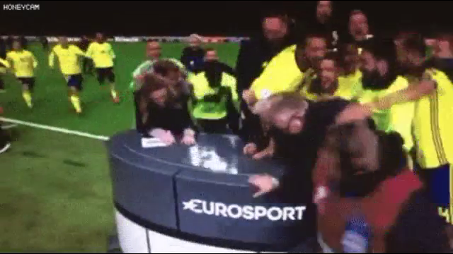 생방송중 난입하는 스웨덴 선수들