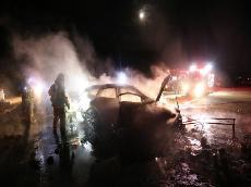 의성에서 음주차량이 야영장 텐트 돌진...차량 전소,4명 부상